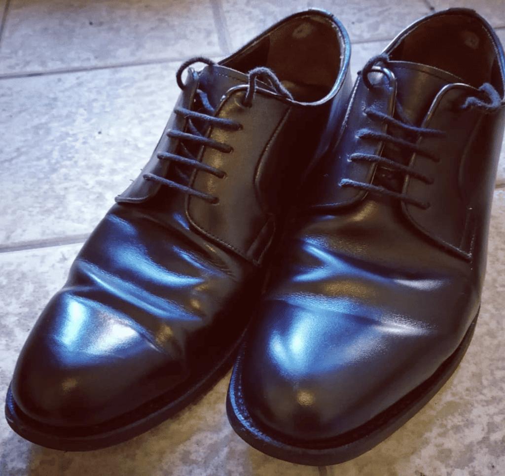 cách làm giày da không bị nhăn