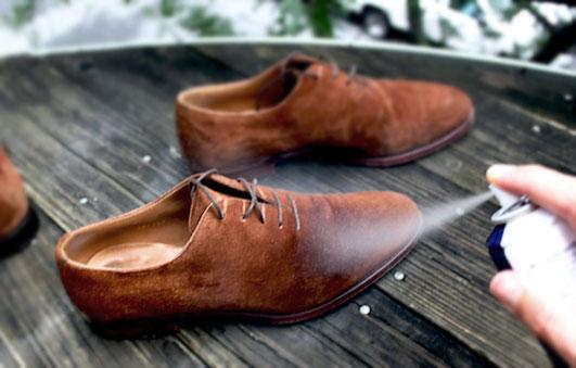 khắc phục giày da lộn bị bạc màu